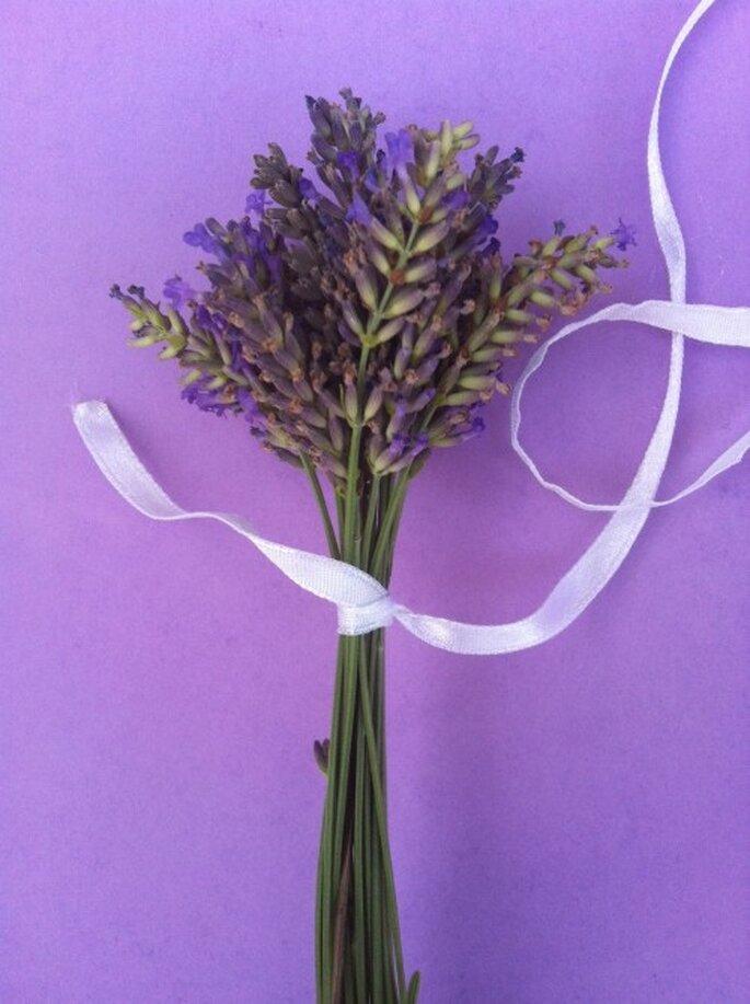 2- Attachez votre bouquet - DIY fusette de lavande