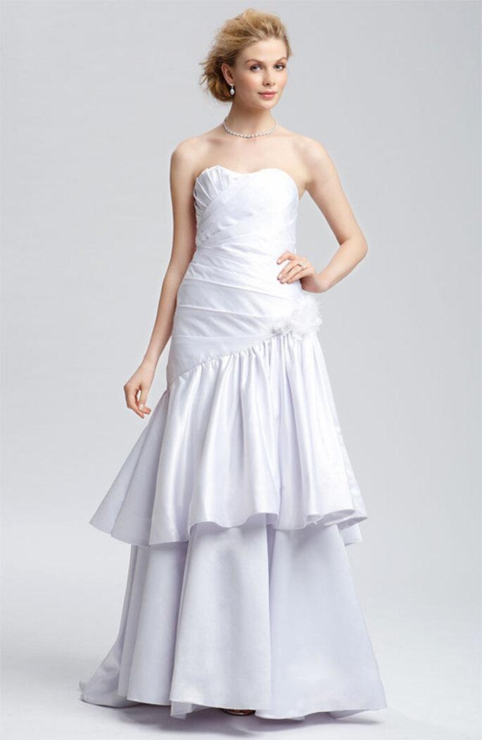 Vestido de novia sencillo y elegante de Christian Siriano - Foto: Nordstrom