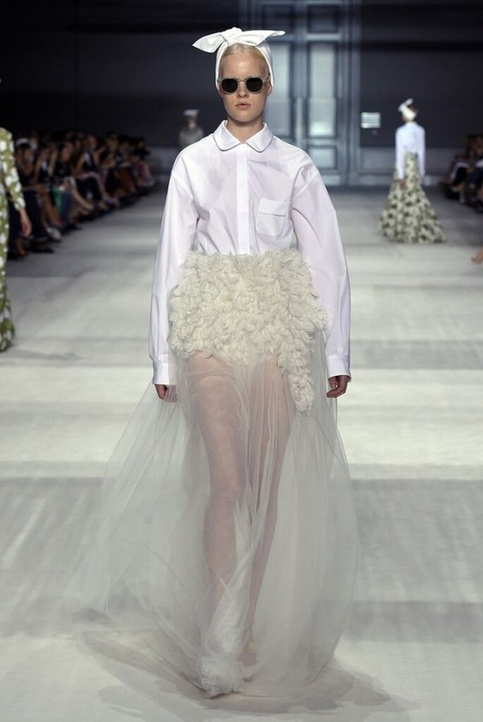 Vestidos de novia 2015 con cuellos camiseros - Foto Giambattista Valli