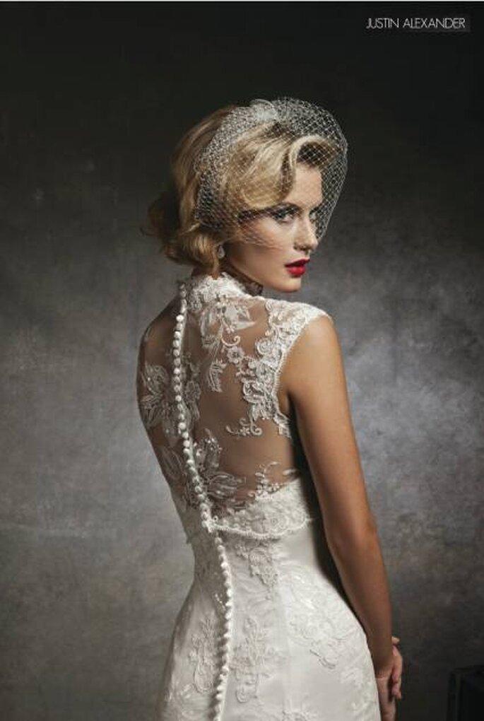 Los escotes ilusión que se prolongan hacia la espalda están entre los diseños favoritos de las novias más soñadoras. Foto: www.justinalexanderbridal.com