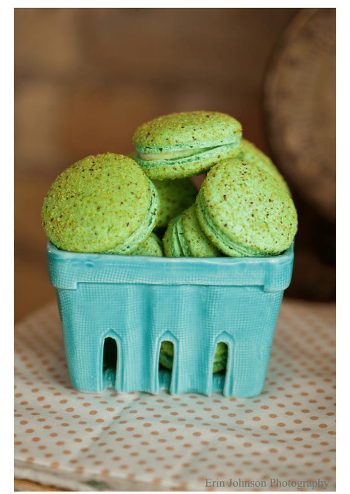 Macarons para el postre de tu boda - Foto Erin Johnson Photography