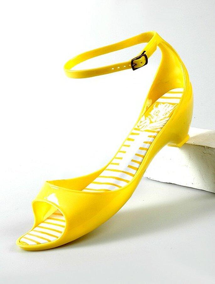 Modelo en color amarillo de Desmazieres. Ideales para la boda en la playa