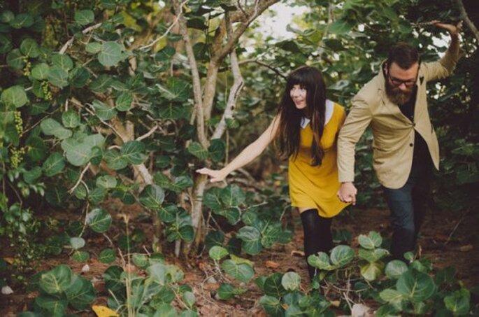 Sesión de fotos pre boda en el bosque inspirada en Wes Anderson - Foto Alyssa Shrock