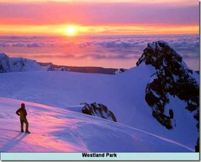 Los antagonismos de Nueva Zelandia: por un lado playa, aquí montañas nevadas en un romántico atardecer