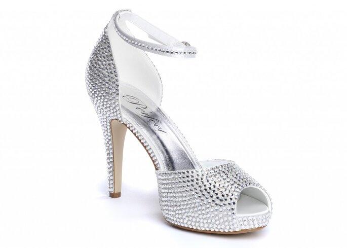 Puedes incrustarlos en todo el zapato
