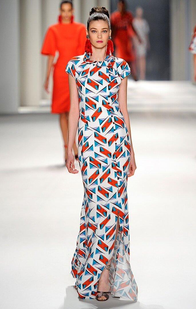 Vestido largo de seda con estampado de bloques abstractos. Foto: www.carolinaherrera.com