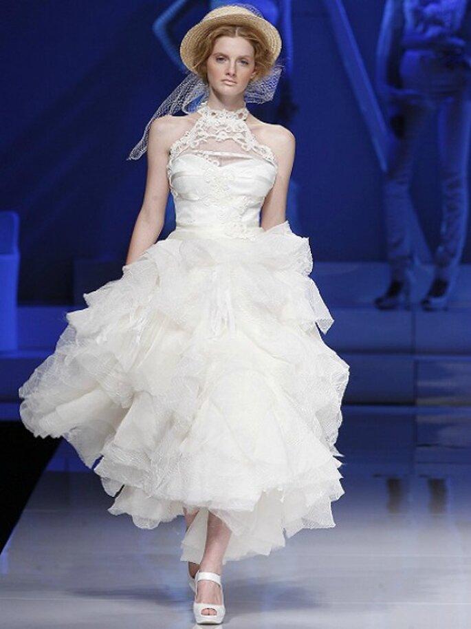 Avvolta in una nuvola di tulle, la sposa di Yolan Cris ha sempre una certa aura romantica. Collezione 2013 Foto Barcelona Bridal Week