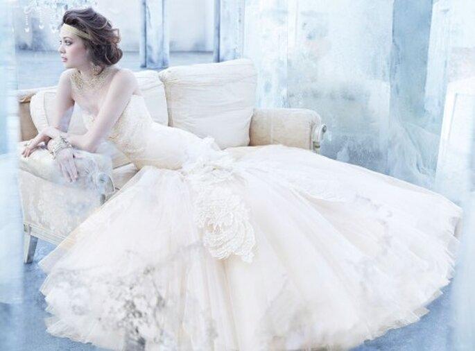 Vestido de novia 2013 en color nude confeccionado con encaje, escote corazón y silueta sirena - Foto Lazaro en JLM Couture