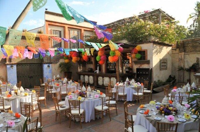 Decoración de boda con papel picado - Foto Suzy Clement Photographs