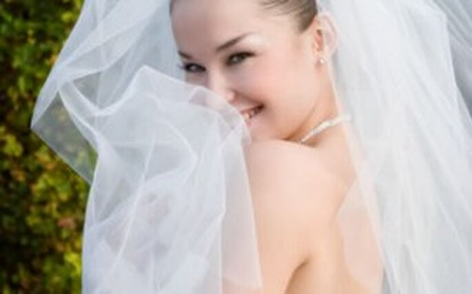 Anche il velo da sposa valorizza un abito