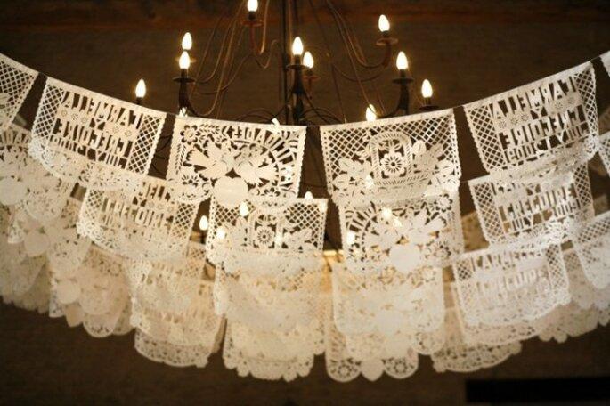 Decoración de boda con papel picado - Foto Belathee Photography