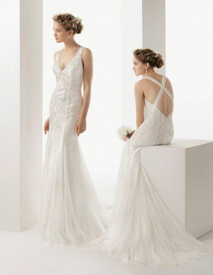 Vestido de novia 2014 con marco en la espalda cruzado y apliqués de pedrería - Foto Rosa Clará