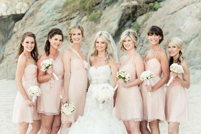 Vestidos en colores neutros para tus damas de boda - Foto Amy Bennett Photography