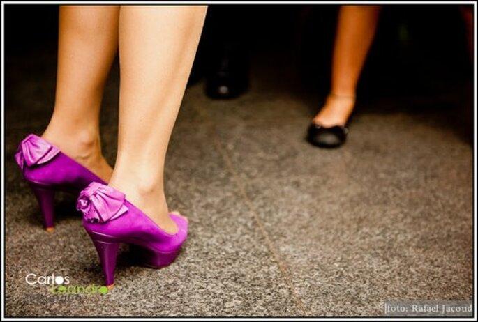 Zapatos de colores para tu boda. Fotografía Carlos Leandro