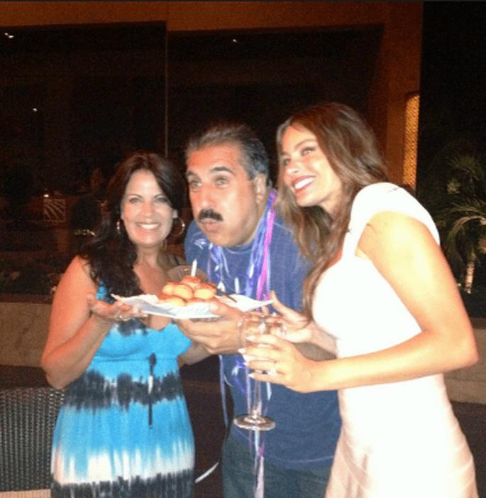 Esta es la foto que publicó Fernando Fiore en Twitter, donde Sofía ya luce el anillo de compromiso. Foto: @FernandoFiore/Twitter
