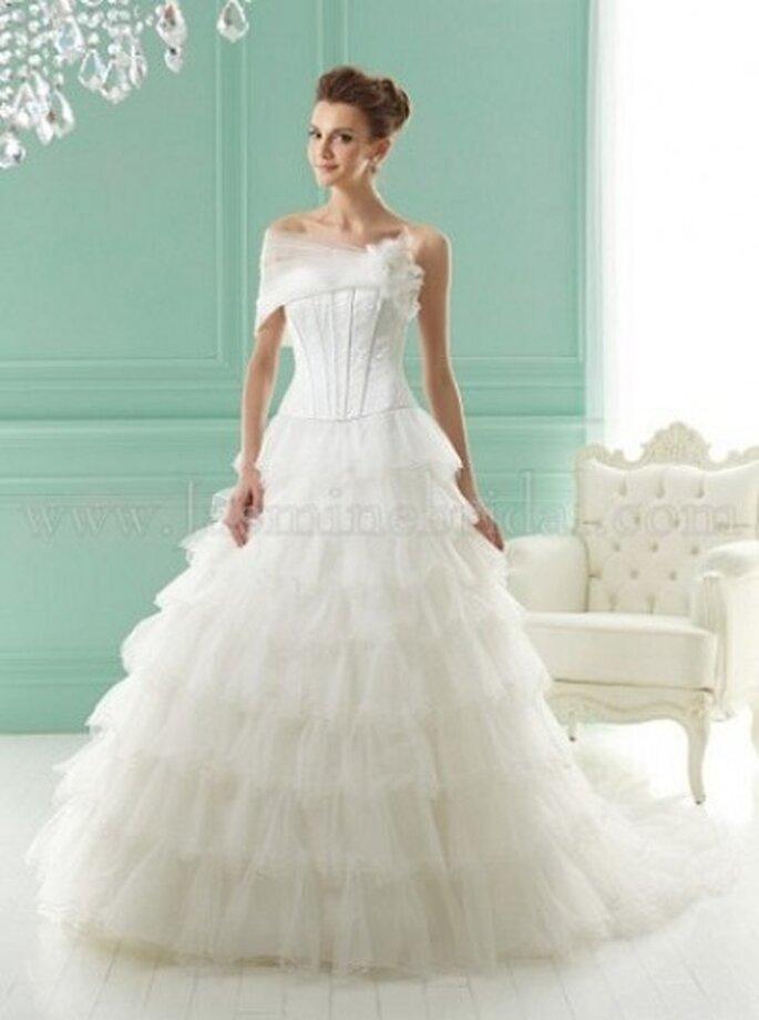Romantisches Brautkleid mit Tüll und detailverliebten Raffinessen – Modell F141018