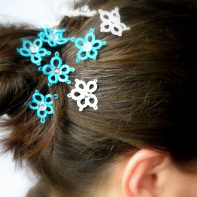 http://www.etsy.com/listing/93203915/bridal-hair-pins-6-handtatted-lace negozio: LaPerLaA
