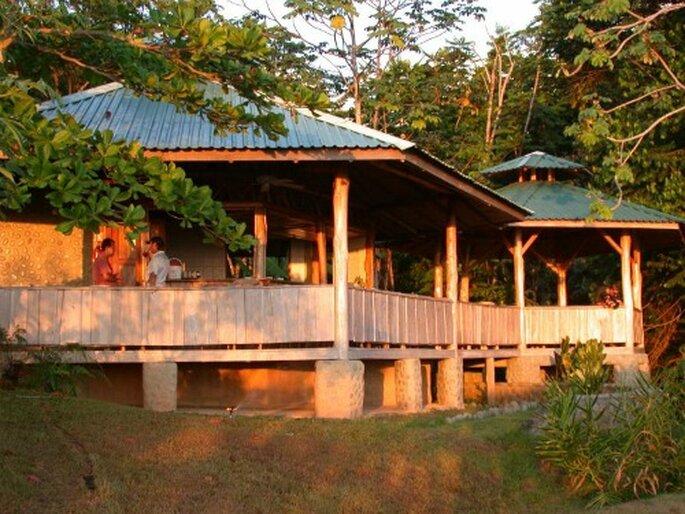 Idées et thèmes pour la lune de miel sont innombrables ! Ecolodge au Costa Rica - Bodhi Surf School - Flickr - licence Creative Commons