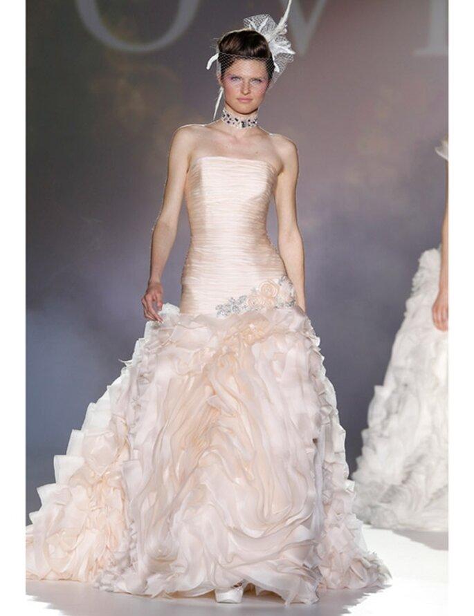 Novia d'Art stellt seine neuen Brautkleider für die Saison 2012 vor.