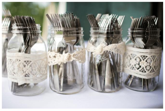 Decoración de boda con tarros - Foto Katelyn James