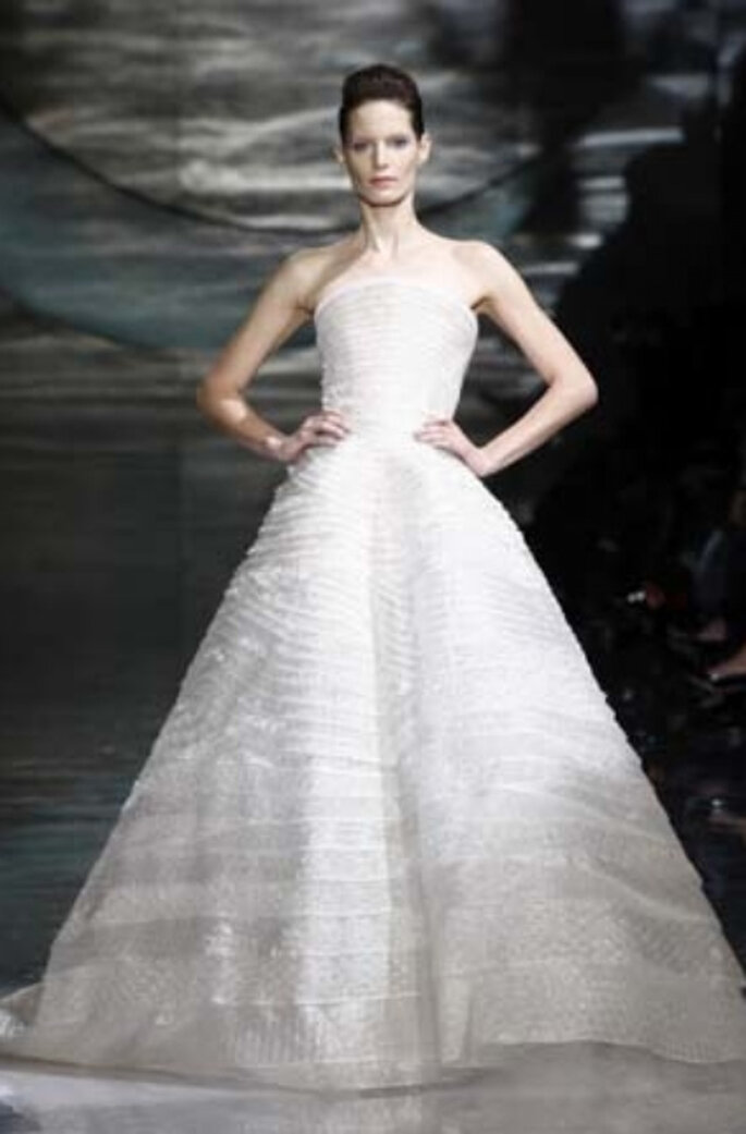 Brautkleid aus der 2011er Kollektion Armani