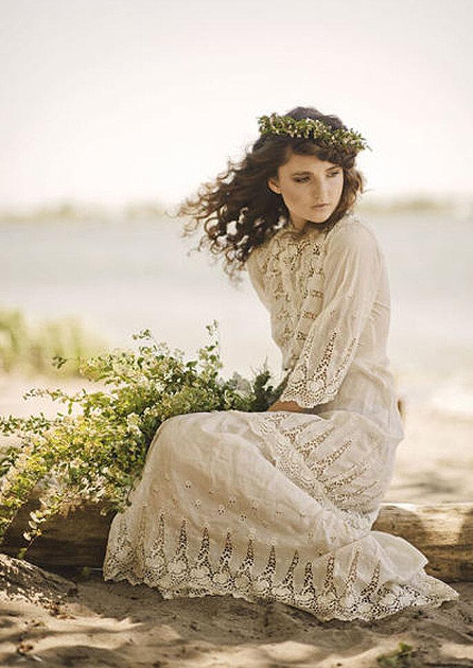 Traje de novia de encaje de estilo setentero. Foto: Mango Studios