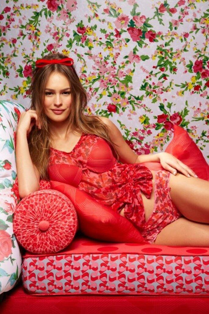 Lenceria femenina en color rojo con top ligero - Foto Salinas Facebook