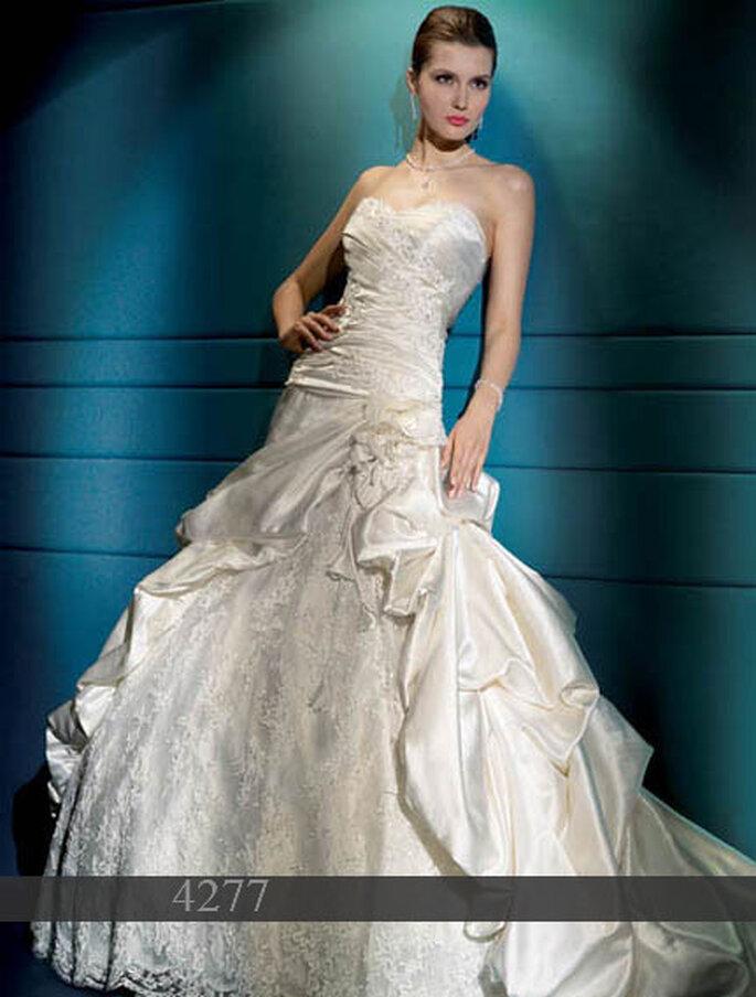 Robe de mariée Demetrios 2011 : Satin - Bustier - Drapé de tulle