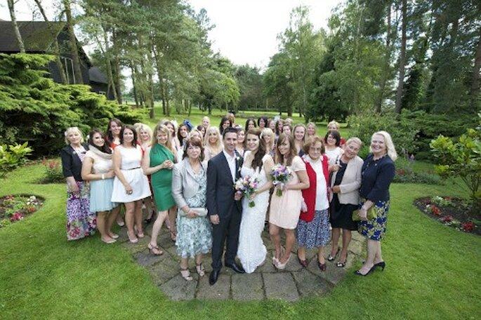 Photo de famille : on prend la pose ! - Photo : Awardweddings