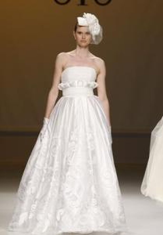 Novia D'Art 2010 - Vestido largo de cintura alta, escote recto palabra de honor