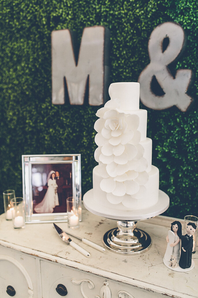 Pasteles all white - Gina & Ryan Photography