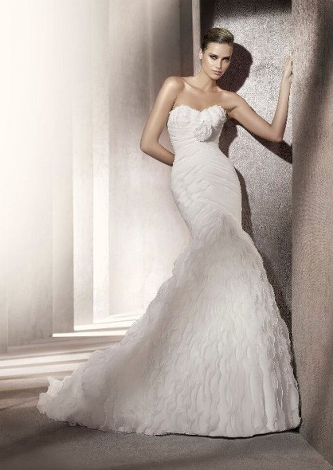 Vestido de novia entallado al cuerpo. Colección Glamour Pronovias 2012