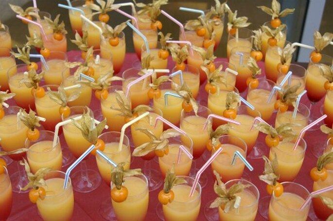 Überraschen Sie Ihre Hochzeitsgäste mit einem spritzigen Cocktail zum Empfang. Foto: Freya Diepenbrock / pixelio.de