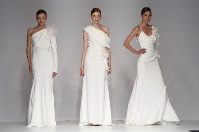 Los vestidos de novia Cymbeline 2012 se caracterizan por sus líeas elegantes con pequeños adornos de flores