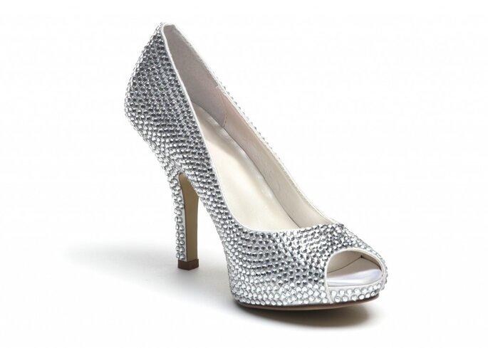 Zapatos con bellos cristales Swarovski incrustados