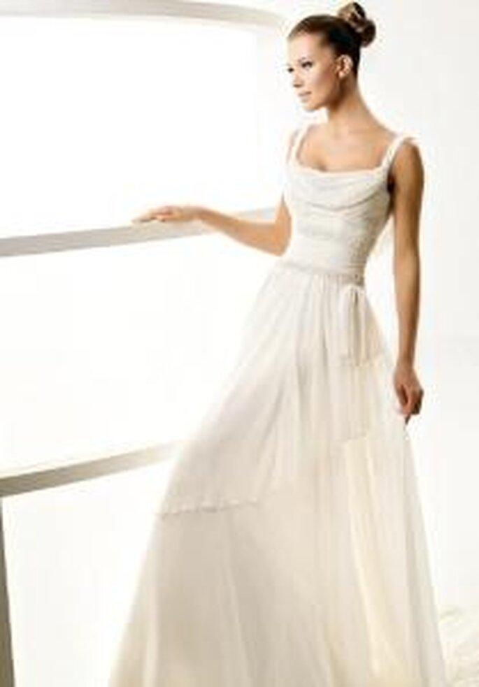 La Sposa 2010 - Laos, robe longue à décolleté drapé