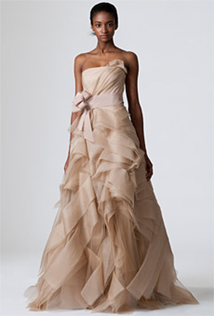 Vera Wang 2010 - Diedre, vestido largo en chocolate, corte princesa, volantes, palabra de honor