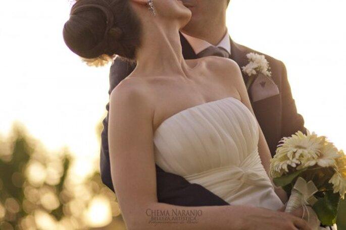Boutonniere para el novio en la boda. Imagen Chema Naranjo