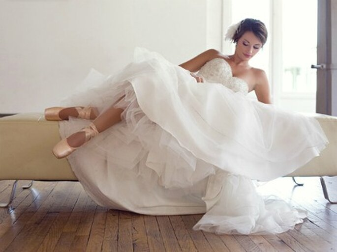 Novia con zapatos de bailarina- Foto: Annabella Charles