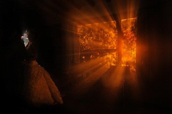 Obtén las mejores fotografías a través de juegos con luz y sombra. Foto de Juyá Photographer