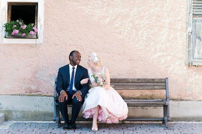 Los detalles rosas le proporcionan a tu boda un toque colorido. Foto de Nadia Meli