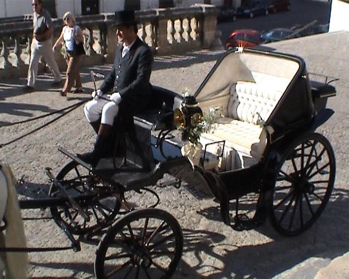 La opción de un carruaje puede servir para una boda al aire libre