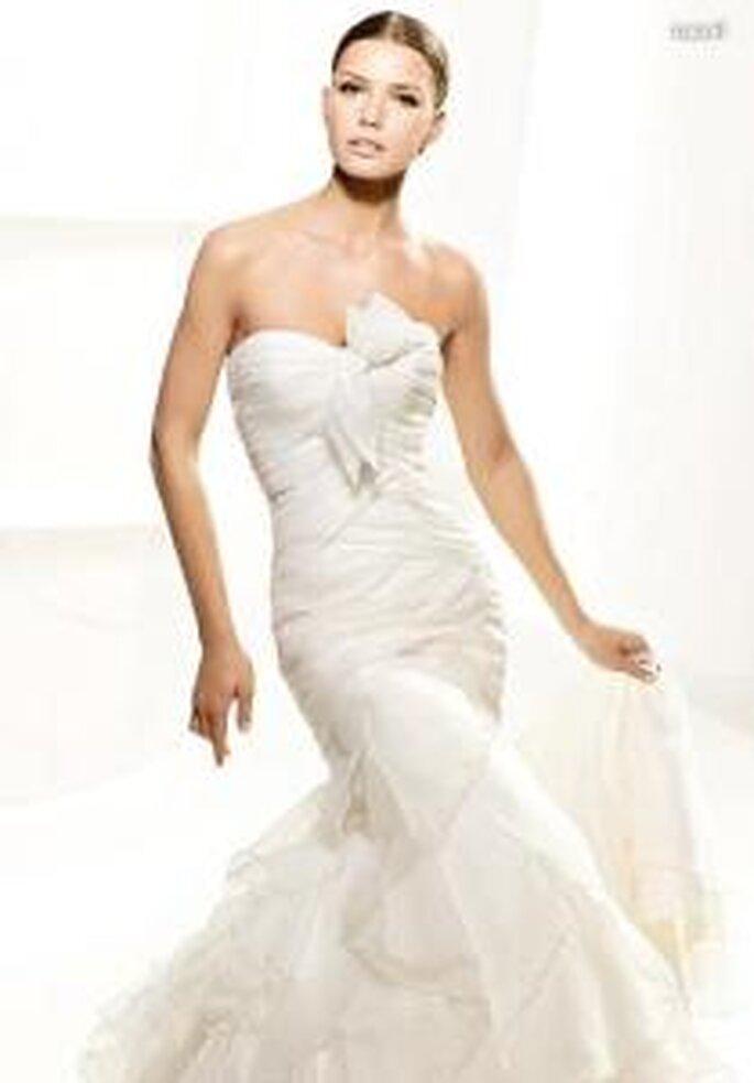 La Sposa 2010 - Laurel, vestido largo corte sirena, cuerpo drapeado, con escote en corazón, líneas diagonales