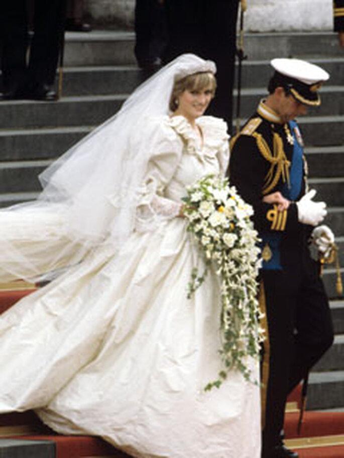 La Princesa Diana llevó un espectacular vestido de novia diseñado por Emanuels