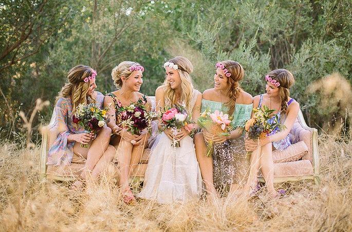 Damas de honor con coronas y ramos de flores naturales. Foto: Danielle Capito