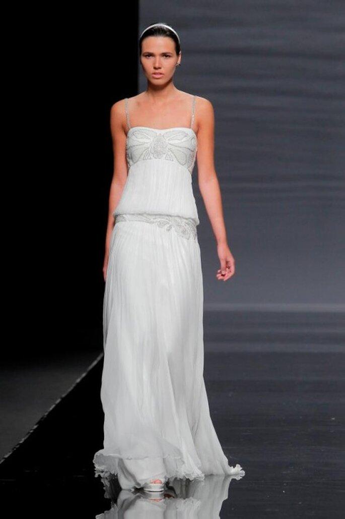 Vestido de novia con toques bohemios y top holgado - Foto Rosa Clará