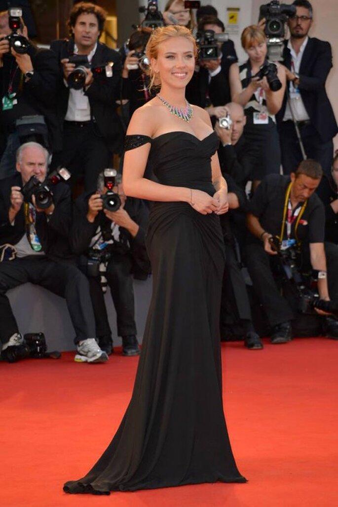 Scarlett Johansson confirma su compromiso con Romain Dauriac - Foto Versace Facebook