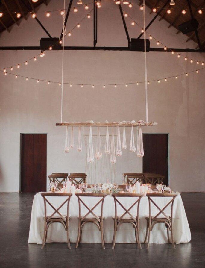 Montaje en colores tierra para una boda minimalista - Foto Love is a Big Deal