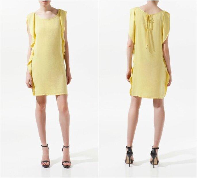 Abito giallo di Zara corto al ginocchio, con ampie maniche impalpabili e nastrino posteriore. Foto: Zara.com