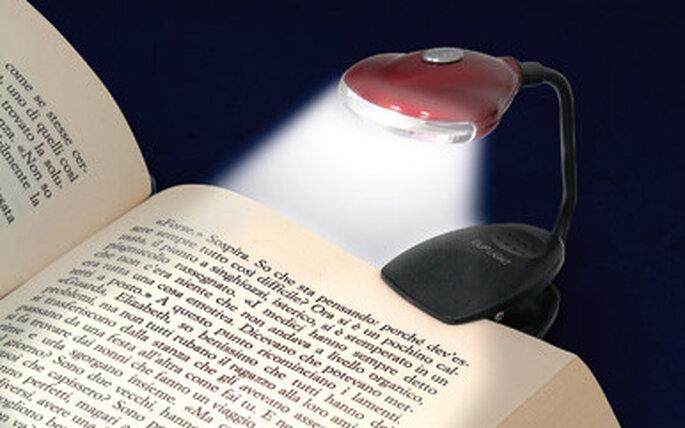 Una lampadina da libro, simpatica idea per una bomboniera a sorteggio